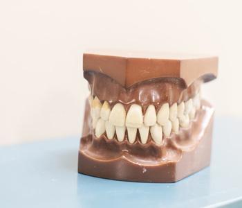 Какие есть современные зубные протезы