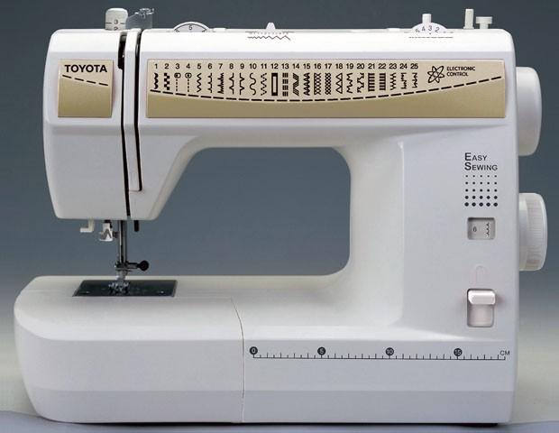 """Машинка для шитья бренда """"Toyota""""."""