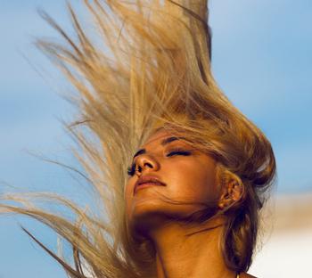 10 лучших лаков для волос